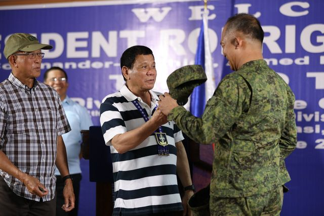 COMMANDER IN CHIEF. President Rodrigo Duterte visits the 4th Infantry Division Advance Command Post in Barangay Bancasi, Butuan City, on June 17, 2017. Malacañang photo