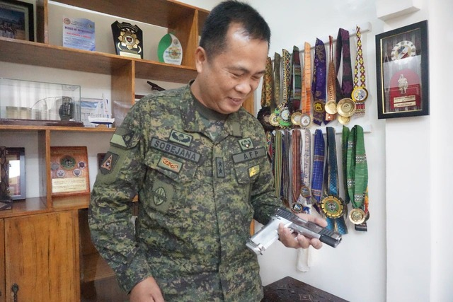 MEDAL OF VALOR. Major General Cirilito Sobejana is the new commander of the military's Western Mindanao Command. File photo by Carmela Fonbuena/Rappler