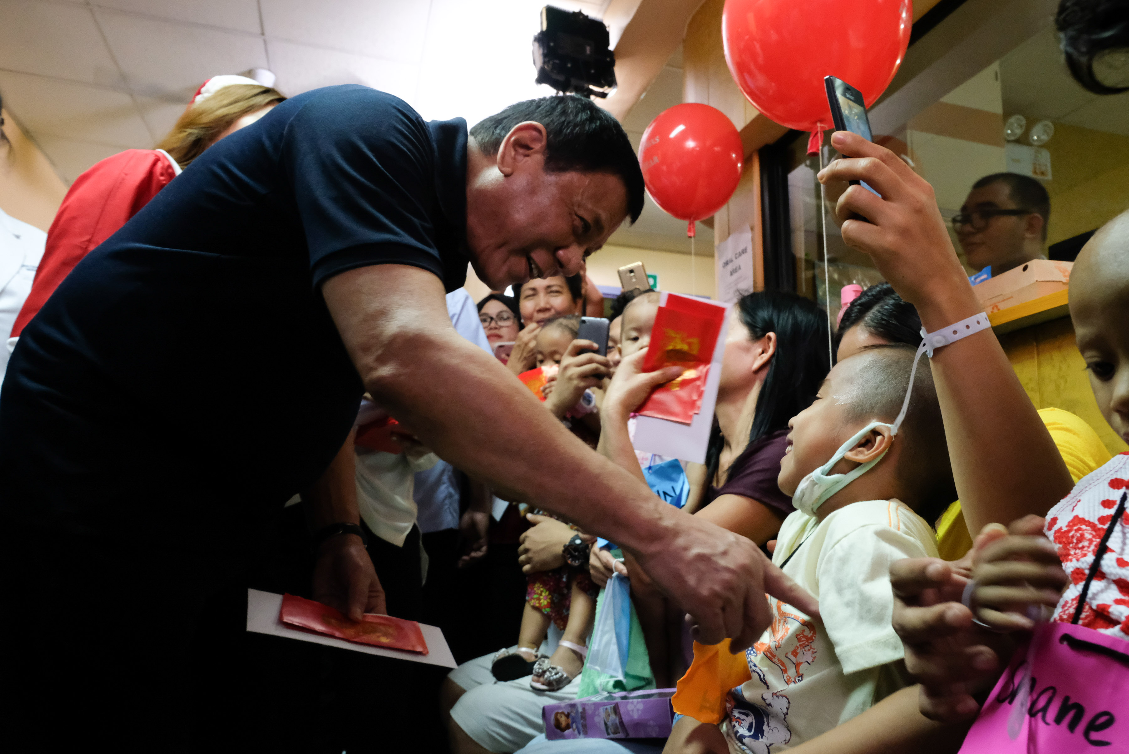 IN PHOTOS: Duterte visits young cancer patients on Christmas Eve