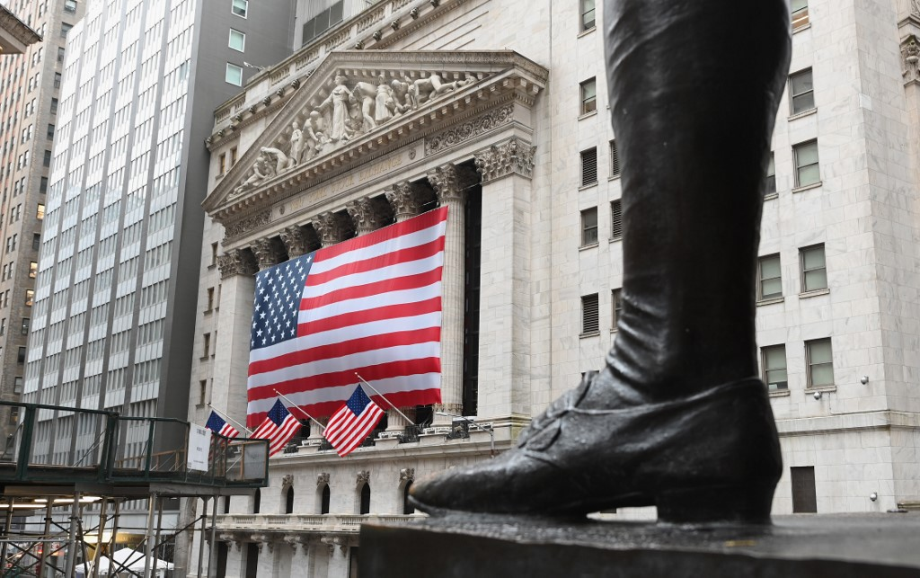 Wall Street rally fades as markets weigh latest on virus