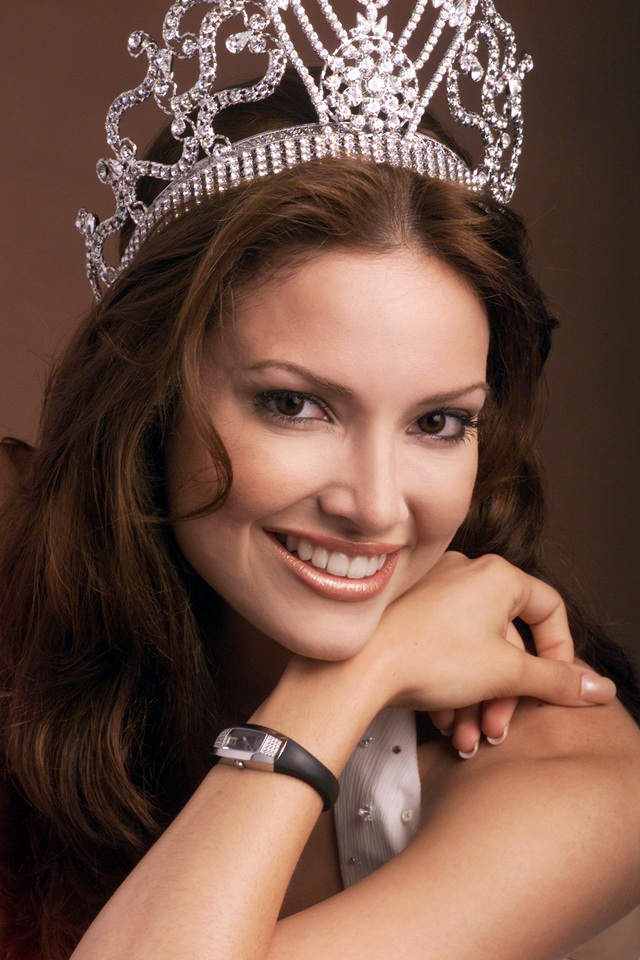 MUCH-LOVED CROWN. Miss Universe 2001 Denise Quiñones wearing the Sarah Coventry crown. Photo from Miss Universe Organization