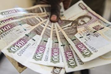 A Man Displays 1 000 Kenyan Shillings Notes In Nairobi Kenya 03 June 2017