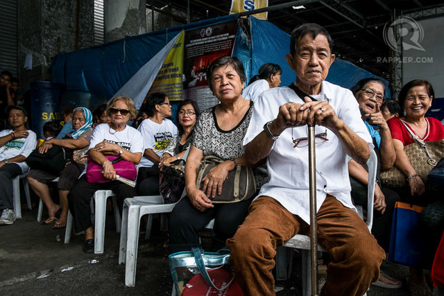 SENIOR CITIZENS. The DSWD will be providing P500 social pension to 2.8 million senior citizens for 2017. Photo by Mark Saludes/Rappler