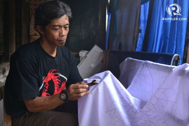 Perajin Batik motif burung di Kampung Cyber. Foto oleh Dyah Ayu Pitaloka/Rappler