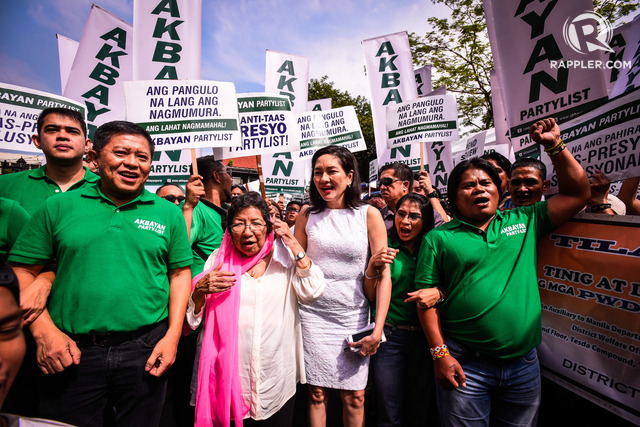 KEEPING ONE SENATE SEAT. Akbayan loses in Congress but still has one seat in the Senate via Senator Risa Hontiveros, seen here with outgoing Akbayan Representative Tom Villarin (left). File photo by Jire Carreon/Rappler