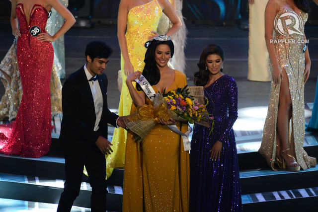 2ND RUNNER UP. Samantha Bernardo is crowned by Kristel Guelos, last year's 2nd runner-up. Photo by Rappler