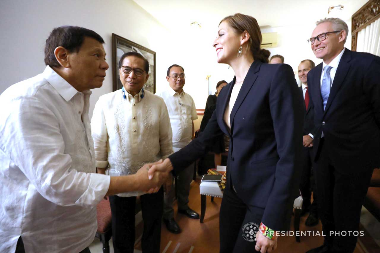 COMMITTED TO PEACE. President Rodrigo Roa Duterte welcomes Norwegian Special Envoy to the Peace Process Between the Government of the Philippines and the National Democratic Front of the Philippines Idun Tvedt at the Presidential Guest House in Davao City on February 15, 2018. Photo by Karl Norman Alonzo/PRESIDENTIAL PHOTO