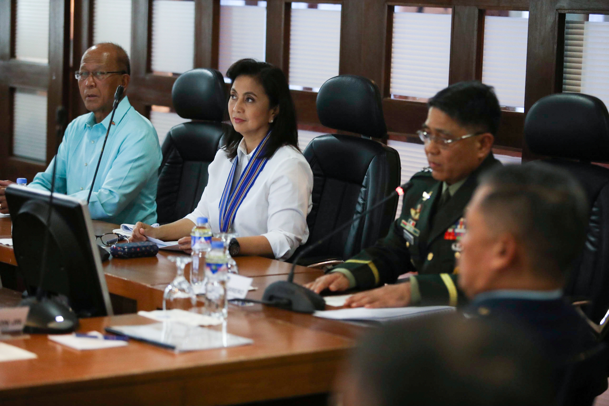 SECURITY BRIEFING. Vice President Leni Robredo receives a national security briefing from Defense Secretary Delfin Lorenzana and AFP chief of staff Rey Leonardo Guerrero. Photo by the OVP